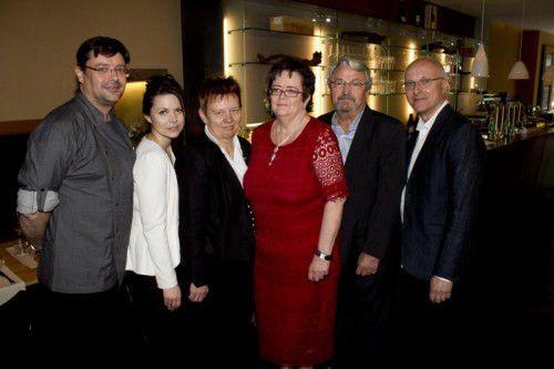Gastro-Paar Oliver Fleisch (l.) und Anna mit Brigitte Schuster, Annemarie und Herbert Fleisch sowie Bernhard Schuster. Fotos: Franc
