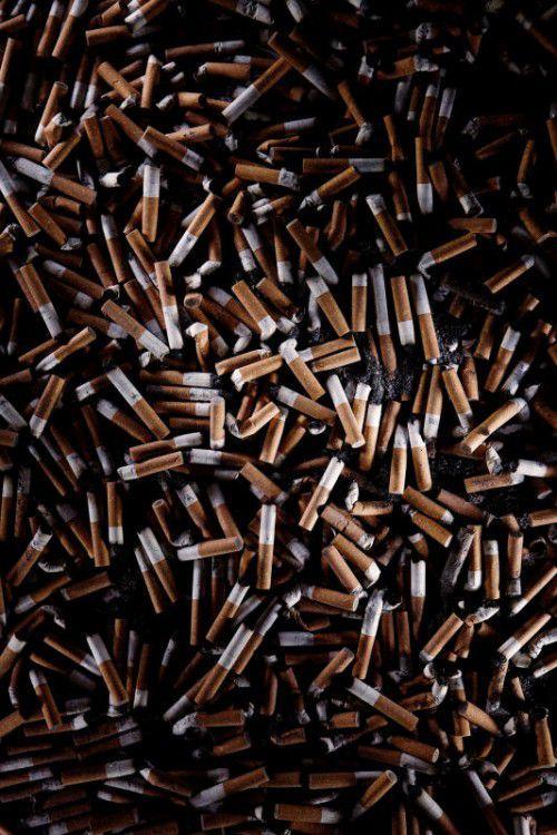 Die Ärzteinitiative gegen Raucherschäden warnt auch vor achtlos weggeworfenen Zigarettenstummeln. VN