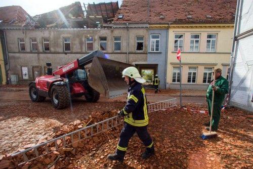 In Bützow haben die Aufräumarbeiten begonnen. Das Unwetter hat einen Schaden von mehreren Millionen Euro angerichtet. Foto: dpa