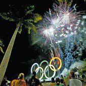Feier und Feuerwerk für die olympischen Ringe