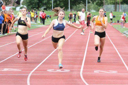 Isabel Posch holte drei erste Plätze (100 m, Weit und Staffel). Foto: HS