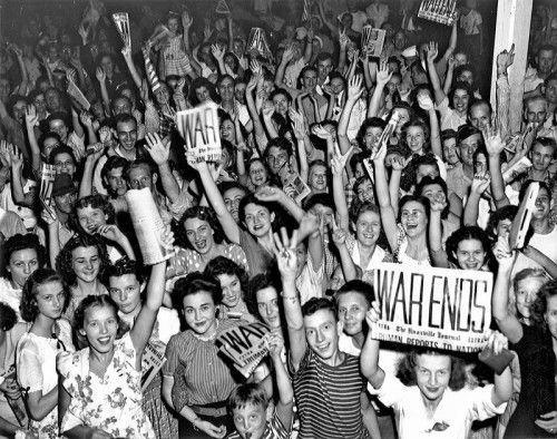 Jubel allerorts: In Europa und in den USA (im Bild) gehen Millionen Menschen auf die Straße, um das Ende des Zweiten Weltkriegs in Europa zu feiern.  Foto: US Army