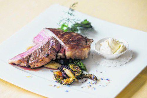 Köstliches und regionales Gericht für den Grill mit Lustenauer Rind und Ländle-Sauerrahm.  FotoS: VN/philipp steurer