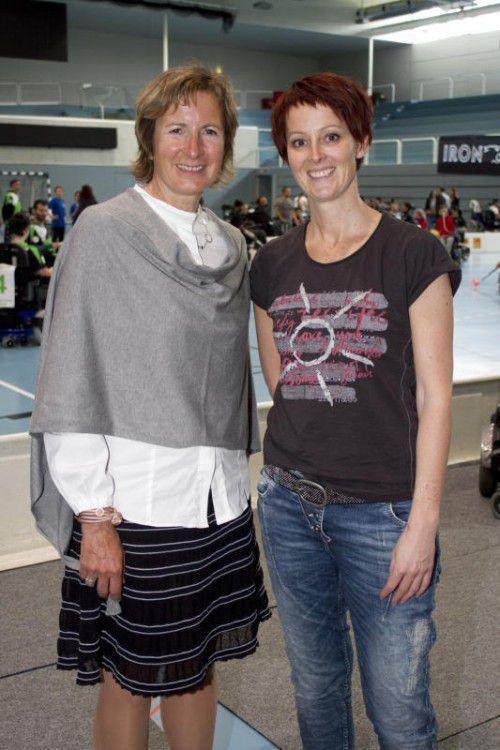 LT-Vizepräsidentin Gabriele Nussbaumer (l.) mit Sandra Scheidbach.