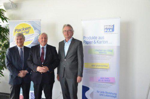 Luden zum PROPAK-Branchentreff: v.l. Martin Widermann (GF PROPAK), Georg-Dieter Fischer (Obmann), Eduard Fischer (Offsetdruckerei).