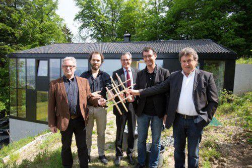 Matthias Ammann, Jochen Specht, Johannes Ortner, Herbert Brunner und Siegfried Fritz mit der Trophäe KH
