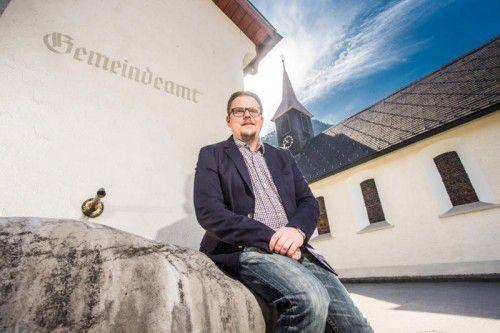 """""""Mich bringt eigentlich nicht so schnell etwas aus der Ruhe"""": Gemeindechef Matthias Luger. Fotos: VN/Steurer"""