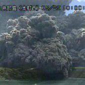 Vulkan in Japan spuckt gewaltige Aschewolke