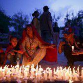 Andacht für Opfer des Erdbebens in Nepal