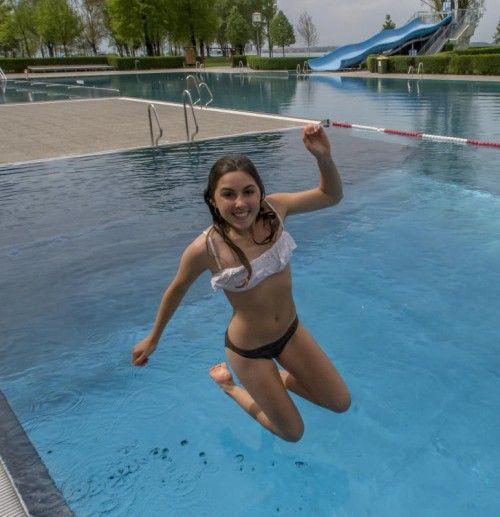 Mutig: Sarah aus Lustenau tauchte am Dienstagnachmittag im Bregenzer Strandbad ab.  Foto: VN/Paulitsch