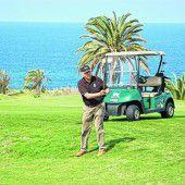 Golfspielen mit Meeresrauschen
