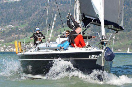 Skipper Max Trippolt mit seiner Crew nutzt die guten Windverhältnisse zu Trainingseinheiten. Foto: Thüringer