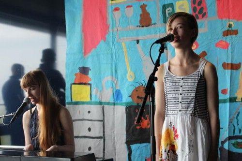 Sophia (17) und Philomena (14) Juen haben mit ihren kräftigen Stimmen schon im Vorfeld von crossculture überzeugt. Foto: VN/Raos