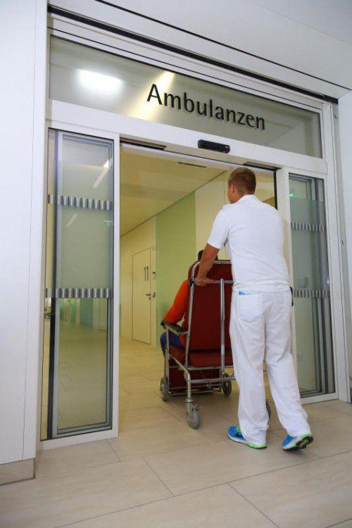 Spitalsambulanzen sind deswegen überfüllt, weil niedergelassene Ärzte zu wenig erreichbar sind, kritisiert eine VN-Leserin. FOTO: VN/HB