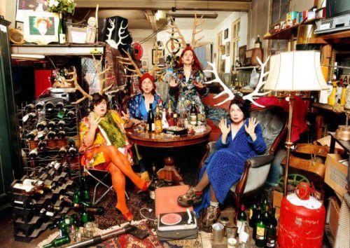 Süß, saftig, ab und zu etwas überreif, leicht mit alkoholischem Sprudel durchsetzt: Les Reines Prochaines beehren den Löwensaal. FOTO: les reines prochaines/
