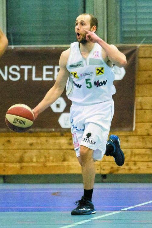 Tobias Stadelmann hat den Vertrag verlängert. Foto: steurer