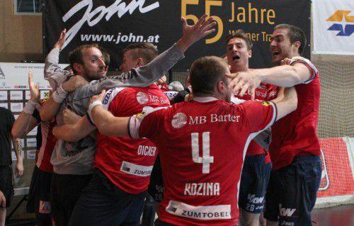 VIENNA,AUSTRIA,11.MAY.15 - SOCCER - HLA, Handball Liga Austria, semifinal play off, HC Fivers Margareten vs HC Hard. Image shows the rejoicing of Hard. Photo: GEPA pictures/ Christian Ort