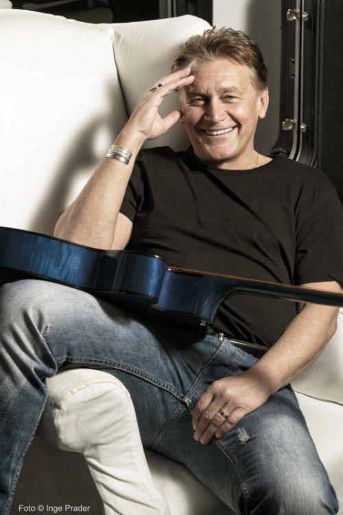 Vollblutmusiker Rainhard Fendrich wird in Göfis alte und neue Songs zum Besten geben. Foto: Inge Prader