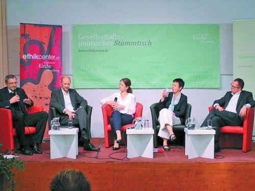 Zogen Bilanz: (v. l.) Erich Baldauf, Andreas Feiertag, Moderatorin Petra Steinmair-Pösel, Sabine Gritzner-Stoffers, Andreas R. Batlogg. Foto: ha