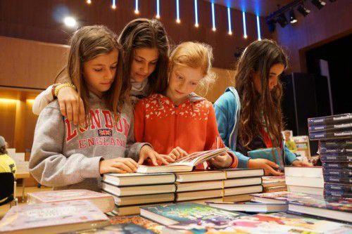 """Bei der Bücherschau der Vorarlberger Buchhändler auf der """"Buch am Bach"""" ist für jede und jeden das richtige Buch dabei."""