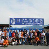 FC Lustenau feiert mit Flüchtlingen
