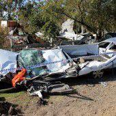 Mit Bulldozer Haus zerstört