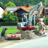 Bludenz: Neue Rohre unter Gehsteig verlegt