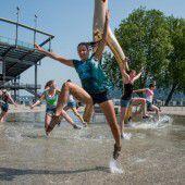 Junges Ensemble tanzt Global Water Dance