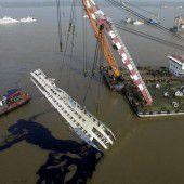 Schiffswrack aufgerichtet