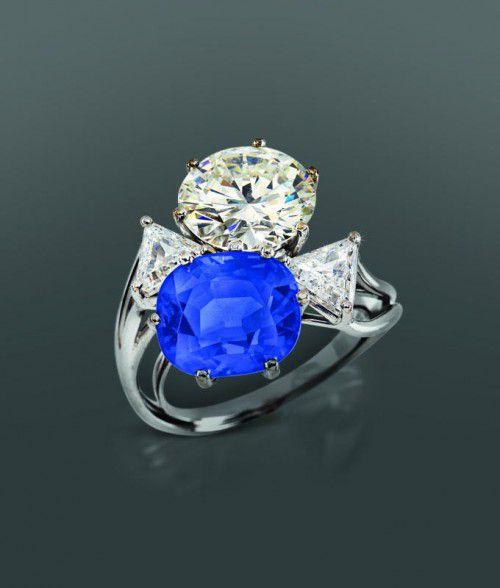 Der Ring mit einem Kaschmir-Saphir wurde versteigert.  FOTO:APA