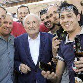 Blatter heizt die Stimmung an