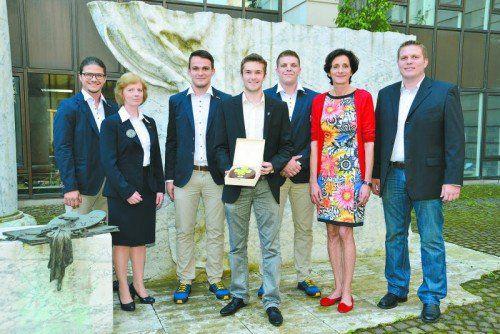 Die Baku-Delegation bei Bernadette Mennel: Marc Sohm, Annires Marchetti, Lukas Hörmann, Thomas Mathis, Dominic Peter und Patrick Rusch. Foto: vlk