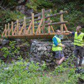 Bergrettung realisiert neue Wanderbrücke