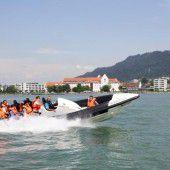 Speedbootfahren für behinderte Kinder