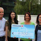 Berufsschüler sammeln 6300 Euro für Kranke