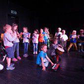 Eine große Bühne für Kindergartenzwerge