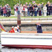 Queen auf Bootstour auf der Spree