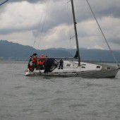 Segelboot auf Sandbank aufgelaufen