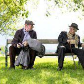 Im Park der Villa Falkenhorst lassen Die Eisernen in die Zukunft blicken