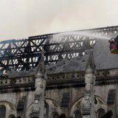 Spektakulärer Brand einer Basilika in Nantes