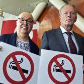 Einige Vereine dürfen trotz Verbots rauchen