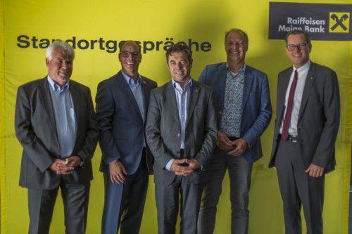 Gerald Mathis (ISK), Stefan Fitz-Rankl (FHV), Harald Moosbrugger, Land, Referent Huub van Ettekoven, Johannes Ortner, Raika-Chef (v. l.).