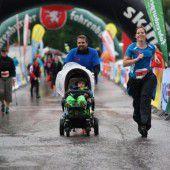1800 Läufer trotzten dem Regen beim Wälderlauf