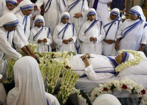 Große Trauer um Schwester Nirmala. Die frühere Leiterin des Mutter-Teresa-Ordens in Kolkata wird heute, Mittwoch, beigesetzt.  Foto: Reuters