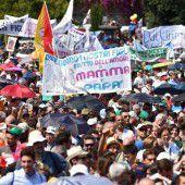 Massenprotest gegen Rechte für Schwule