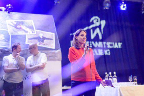 JWV Landesvorsitzende Stefanie Walser bei der Begrüßung.