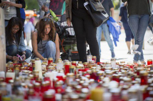 Nach der Amokfahrt eines 26-jährigen Mannes in der Grazer Innenstadt befinden sich noch immer zwei Menschen in Lebensgefahr. Foto: APA