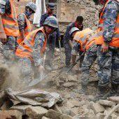 Erdrutsch begräbt sechs Dörfer in Nepal