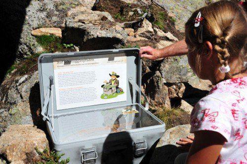 Pfad der Schmuggler Zweitägige Abenteuertour rund um die Madrisa mit Übernachtung im Heu. Die Schmugglerwege führen über die schweizerisch-österreichische Grenze und halten allerhand knifflige Rätsel für Kinder und Erwachsene parat.