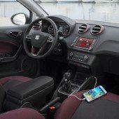 Smartphone mit Lenkrad und Motor